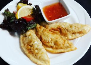 Fried Dumplings with sweet chilli sauce.